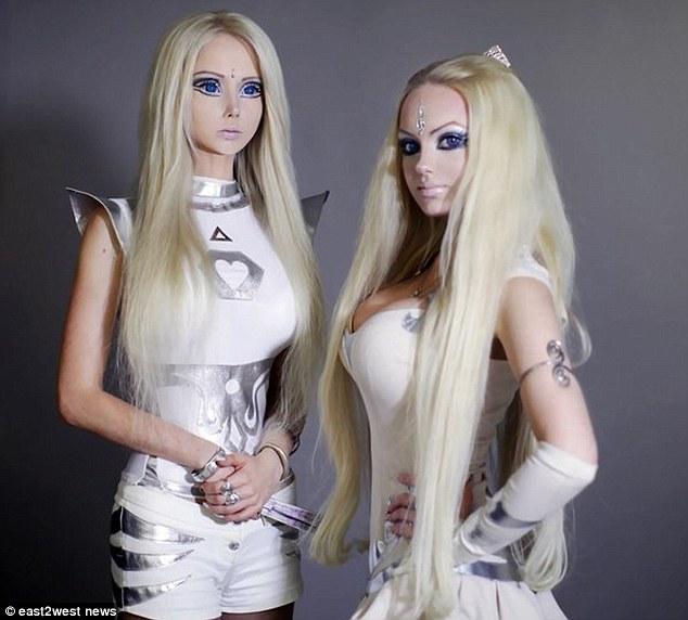 живи кукли барби