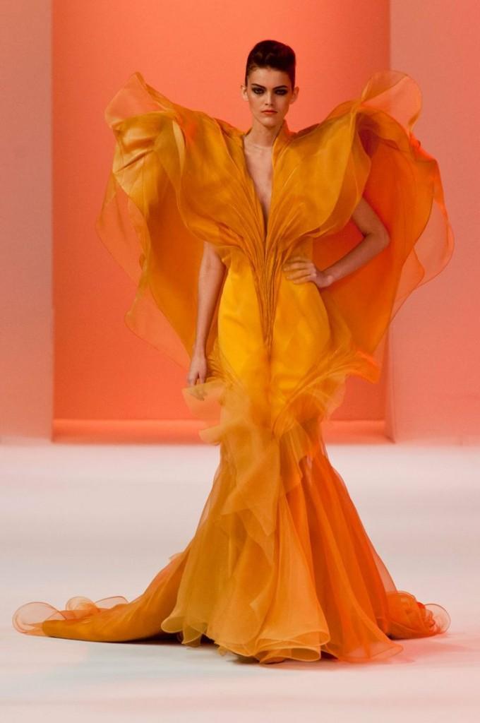 жълта бална рокля