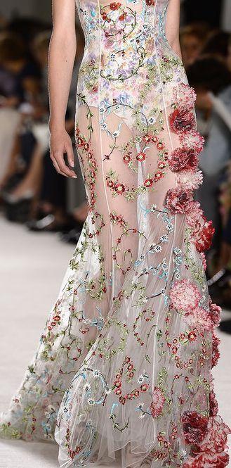бална рокля с апликации
