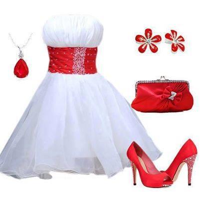 бяла къса рокля с червени аксесоари