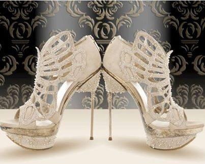 бели официални обувки