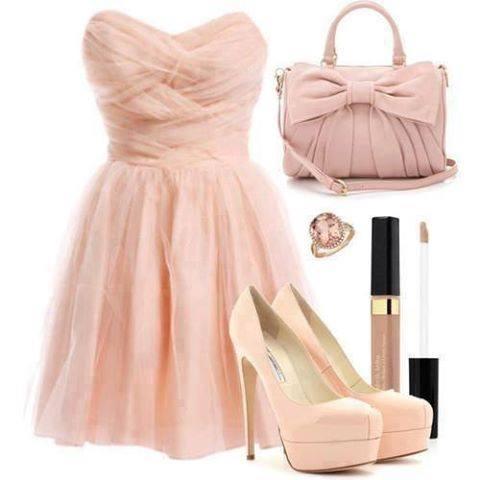 розова рокличка с розови аксесоари
