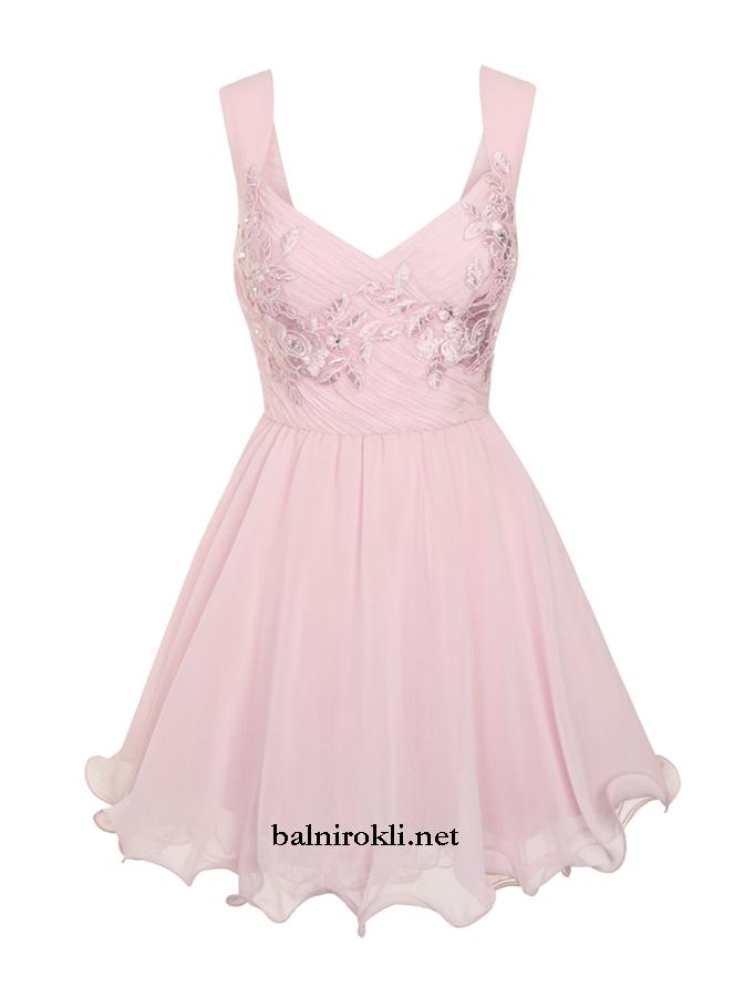 къса розова рокля