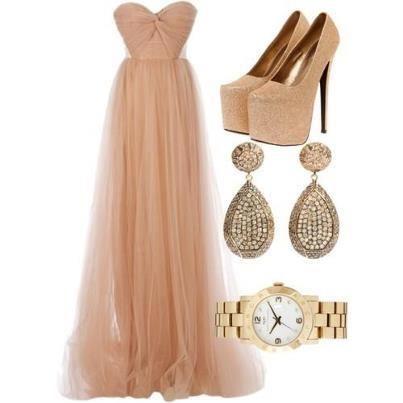 обувки и рокля в пастелен цвят