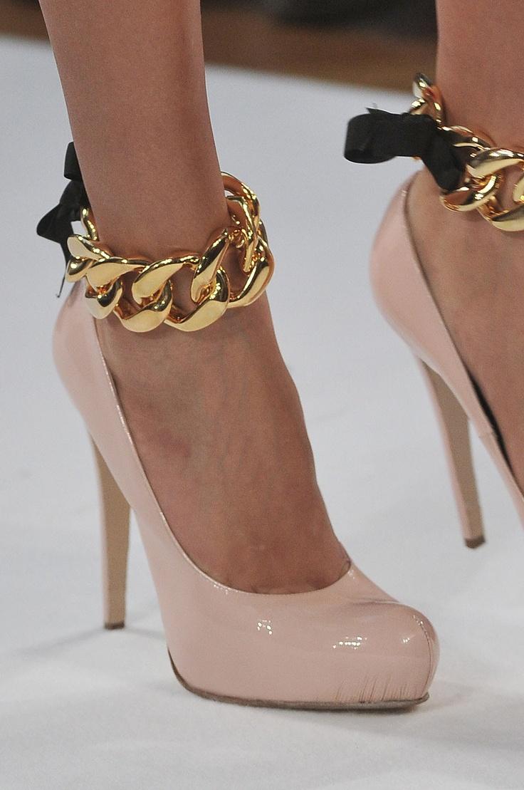 официални обувки в бежов цвят