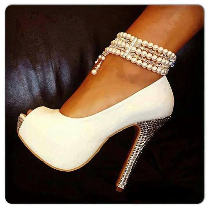 елегантни бели официални обувки