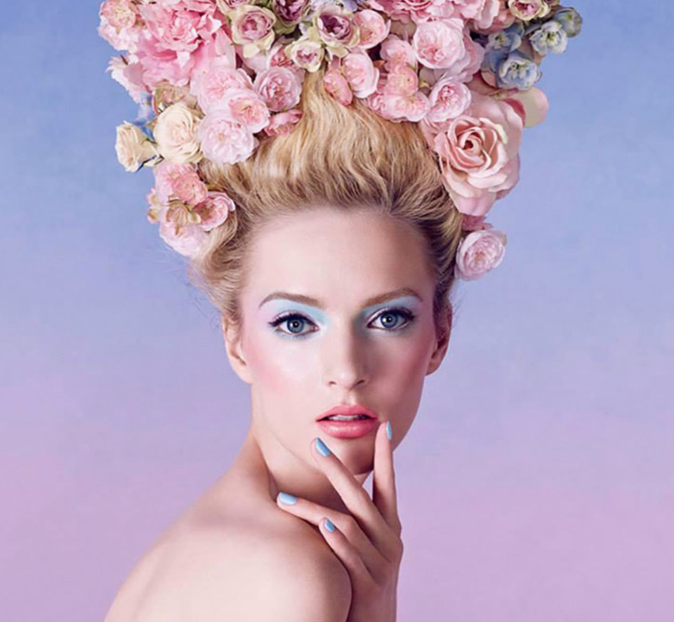бална прическа с цветя