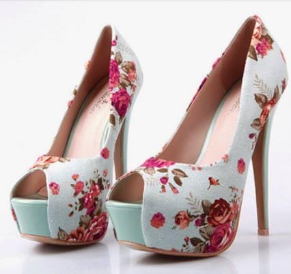 елегантни обувки с цветен принт