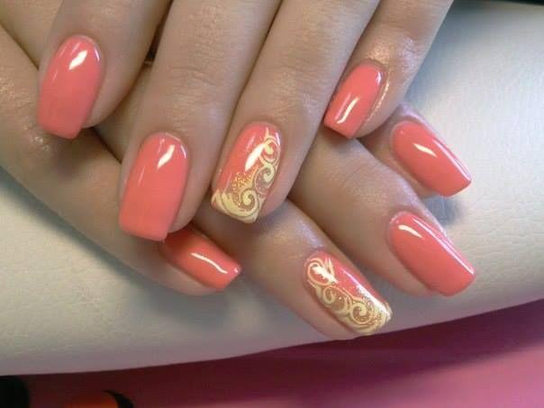 розов лак за нокти със злато