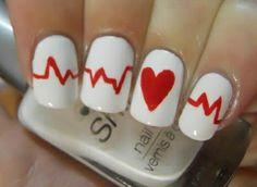 лак за нокти бяло и червено