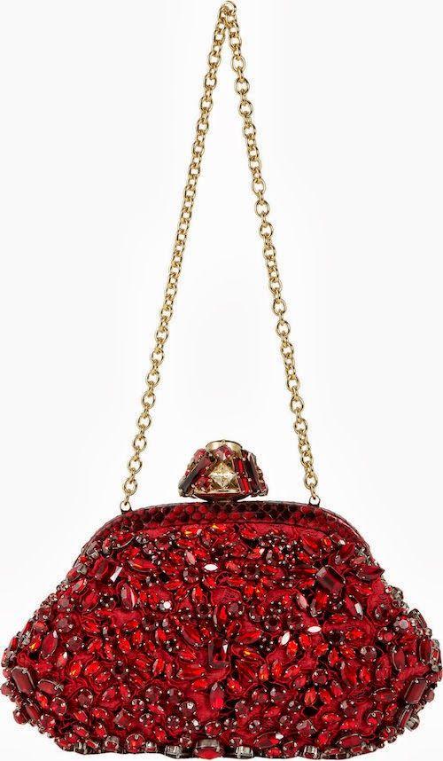 официална червена чантичка