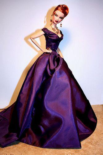 лилава дълга рокля за бал
