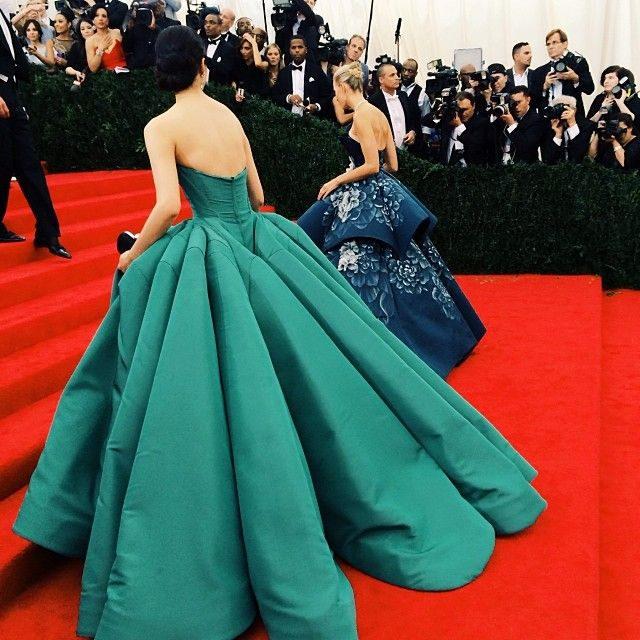 бални рокли холивуд