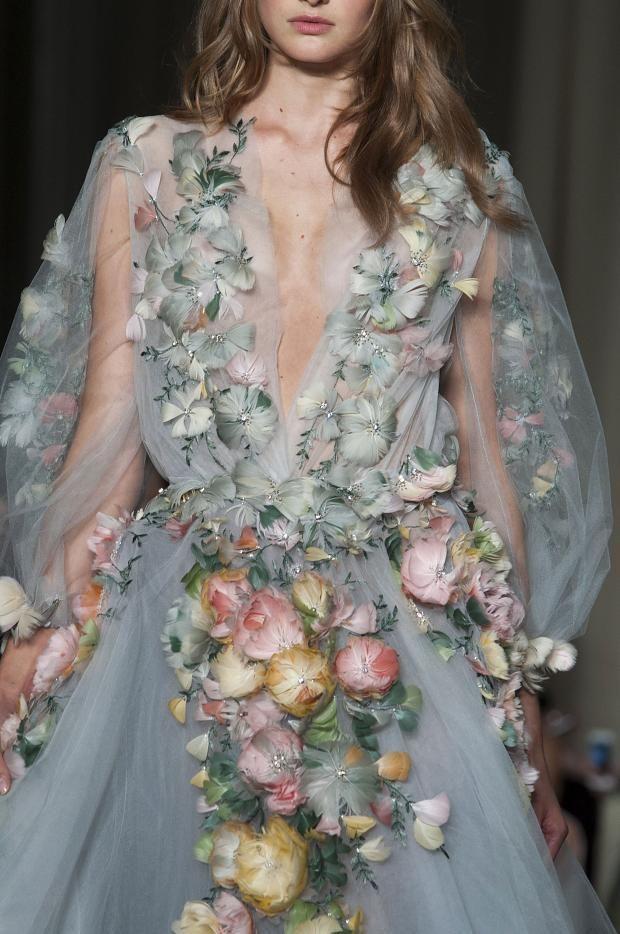 официална рокля с рози