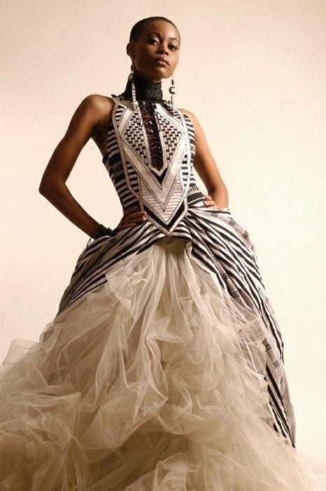 бална рокля в бяло