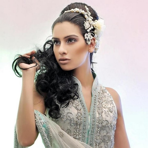 Indian Wedding Hairstyles For Brides 2017 2018: Сватбени Прически