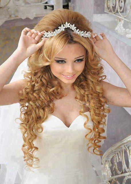 сватбена прическа с диадема