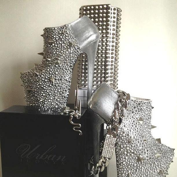диамантени обувки