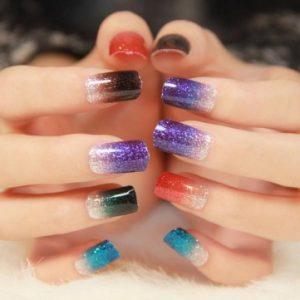 разноцветни нокти