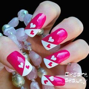 розови нокти сърца