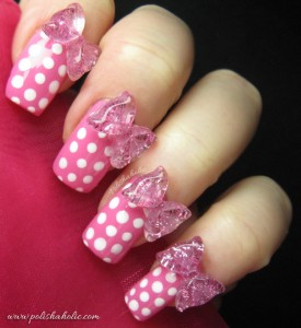розови нокти на бели точки с панделки