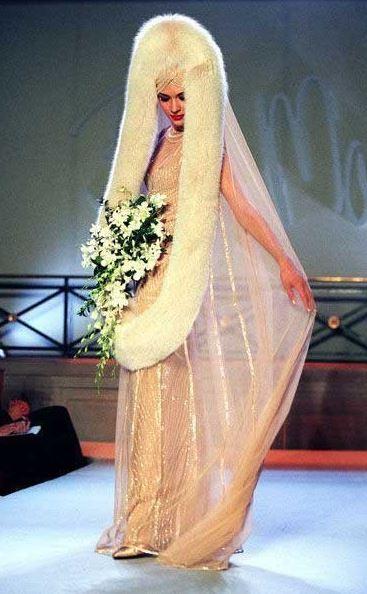 най-грозните-сватбени-булчински-рокли19