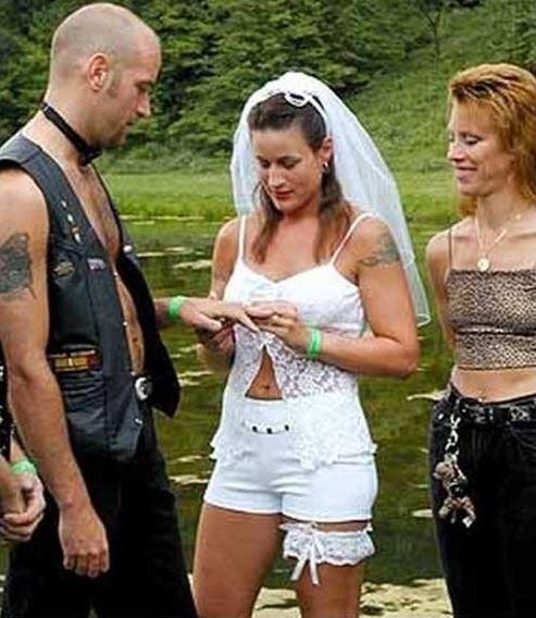най-грозните-сватбени-булчински-рокли20