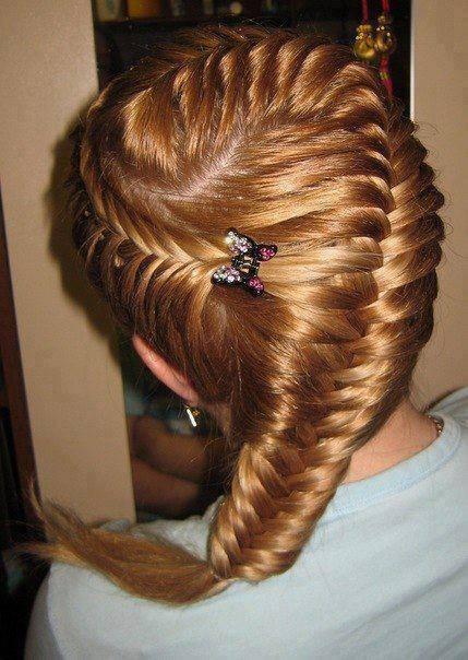 интересно сплетена коса,официална прическа
