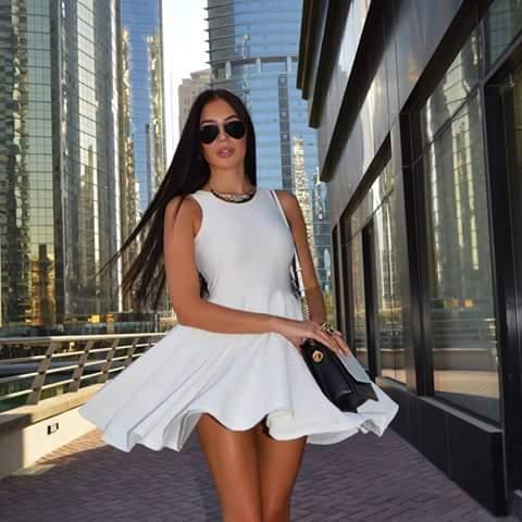 къса бяла рокличка