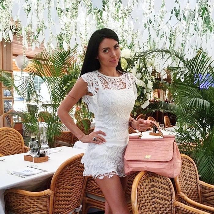 бяла дантелена рокличка