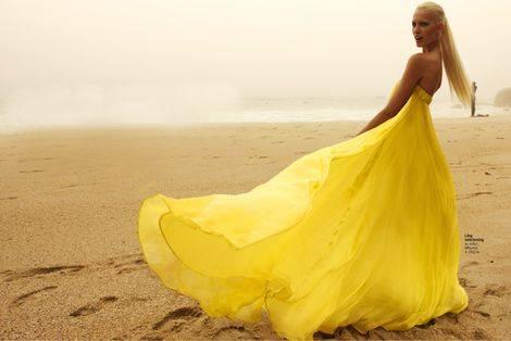 дълга жълта рокля