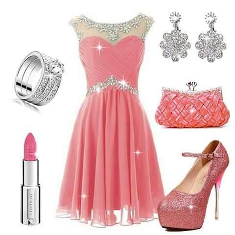 рокля в розово със сребристи допълнения