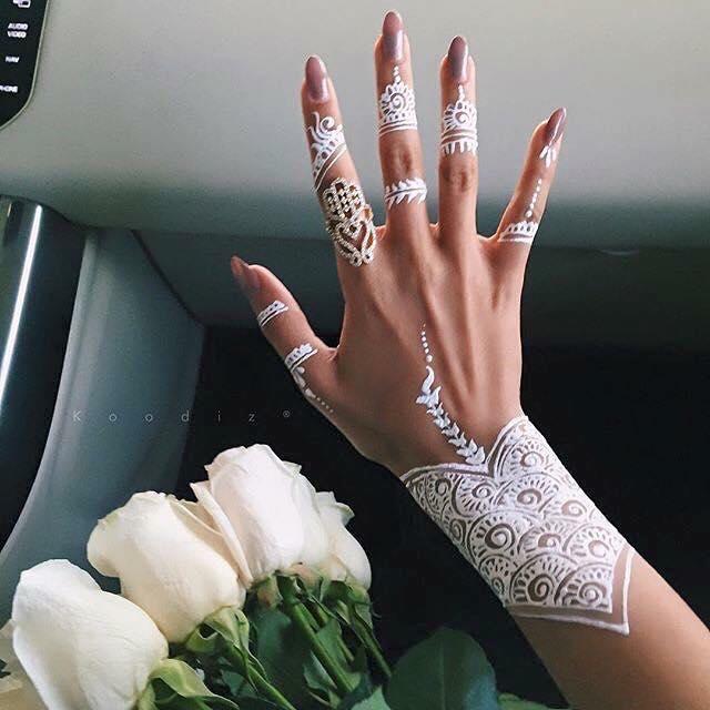 сватбена бяла татуировка