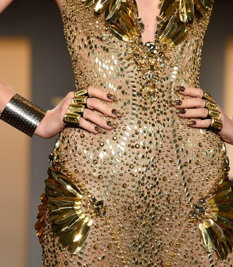блестящи златни рокли с кристали