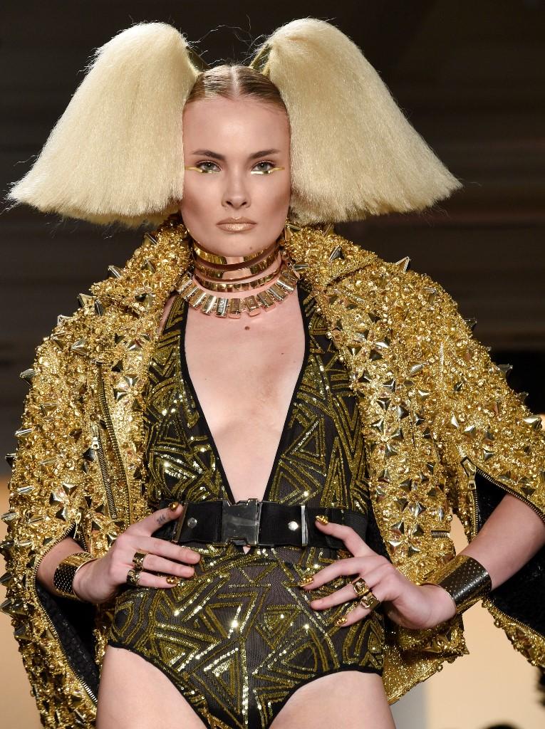 блестяши златни рокли с кристали