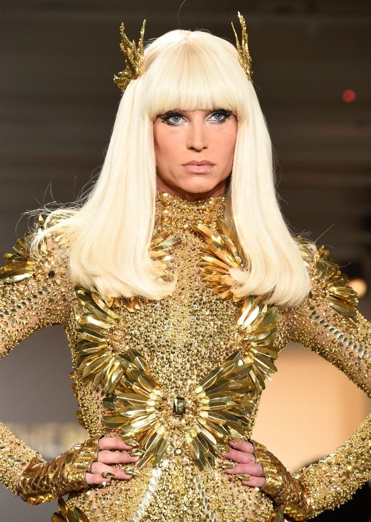Блестящи кристали златни рокли