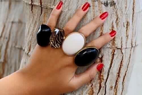пръстени с камъни