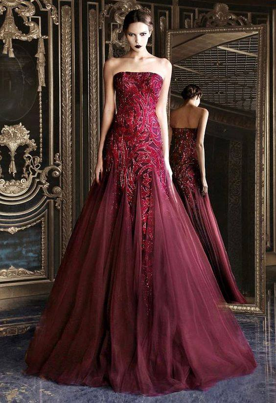 елегантна рокля в цвят бордо