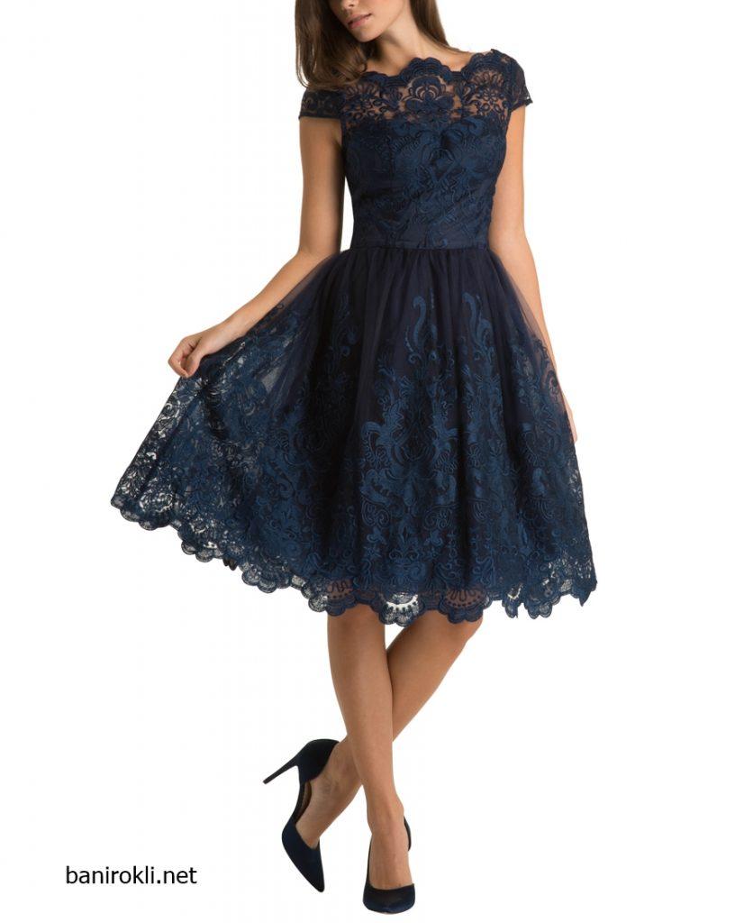 тъмносиня рокля с бродерия тип дантела