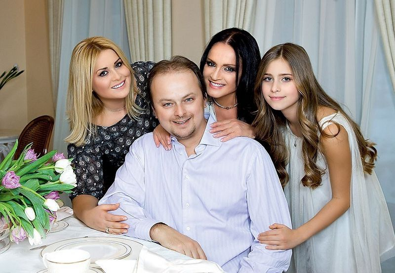 София Ротару със сина си Руслан,снаха си Светлана и внучката си Соня