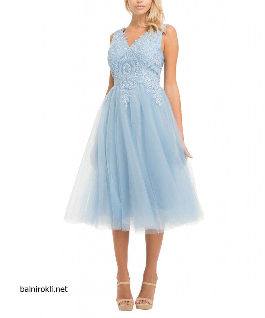 къса светлосиня рокля бродерии и тюл