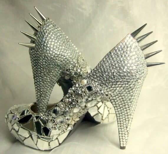 готик обувки с кристали и шипове