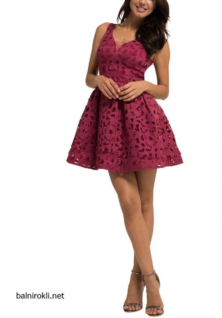 Абитуриентска къса рокля бордо гол гръбАбитуриентска къса рокля бордо гол гръб