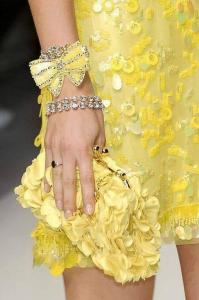 жълта рокля ,жълта чанта