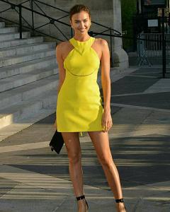 жълта къса рокля