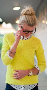 Жълт пуловер
