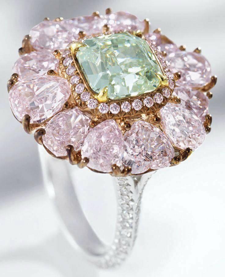бижутата-придават-завършеност-на тоалета-balnirokli.com-2017-8-пръстен-със-скъпоценни-камъни
