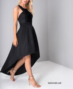 асиметрична официална рокля черен сатен и дантела