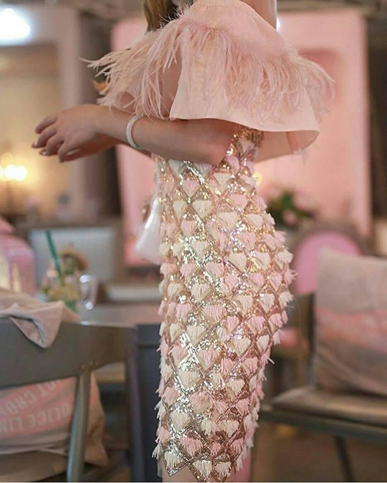 дълга бяла бална рокля