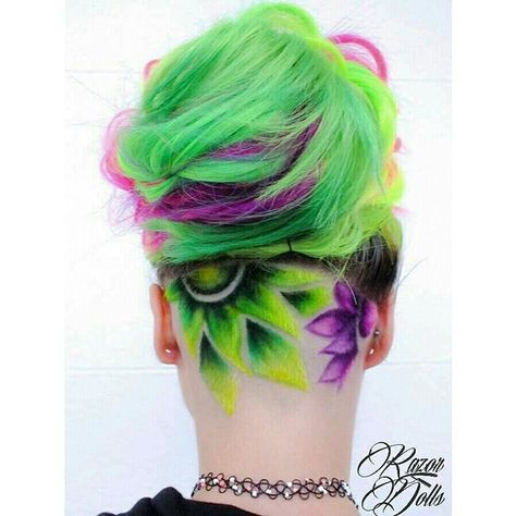 Модерна Цветна Прическа зелено ,лилаво ,розово